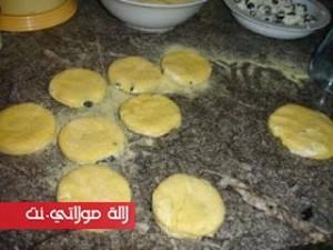 حريشات-بالجبن-والزيتون-الأسود-لذاذ-بالصور5